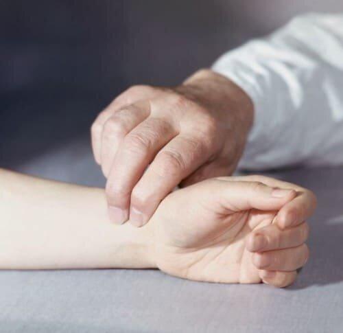 определение пульса на руке