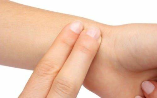 правильный поиск пульса на руке